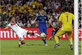 Germany s Mario Goetze scores